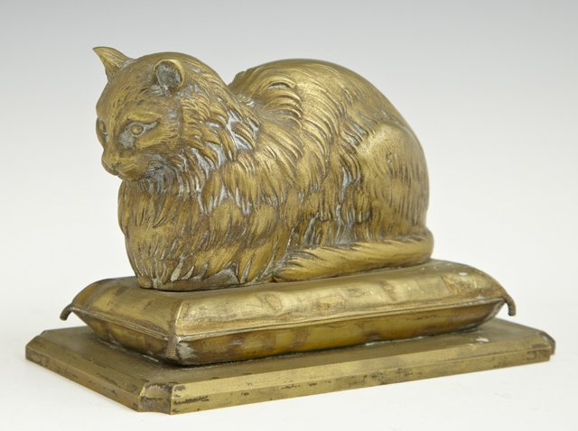 Cabinet Bronze , 19th c., of a cat on a pillow, H.- 4