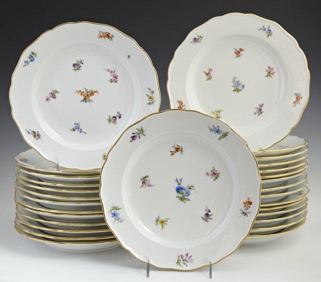 Set of Twenty-Nine Meissen Porcelain Dinner Plates,