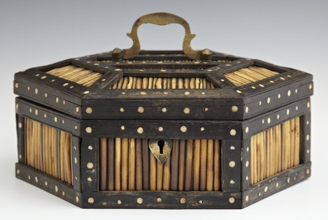 Anglo Indian Hexagonal Porcupine Quill Box, late 19th