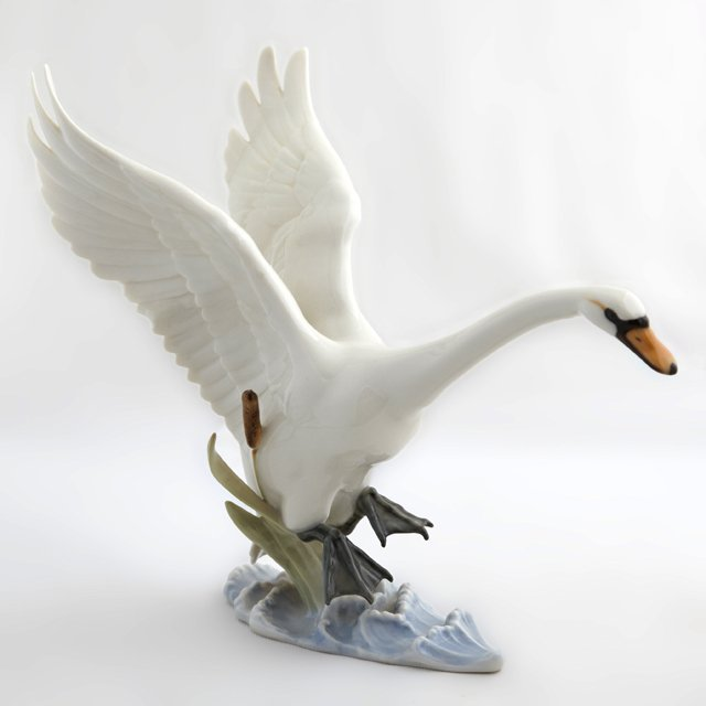 Hutschenreuther-Selb Porcelain Swan Figure, 20th c.,