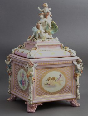 Meissen Style Covered Porcelain Box, 20th C., With Gilt