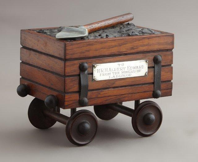 Edward VII Carved Oak Presentation Cigarette Box, c.