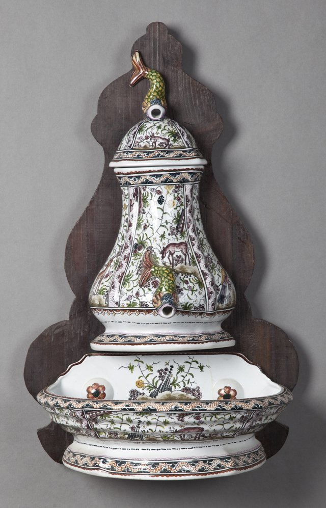 Portugese Majolica Lavabo, 20th c., consisting of a
