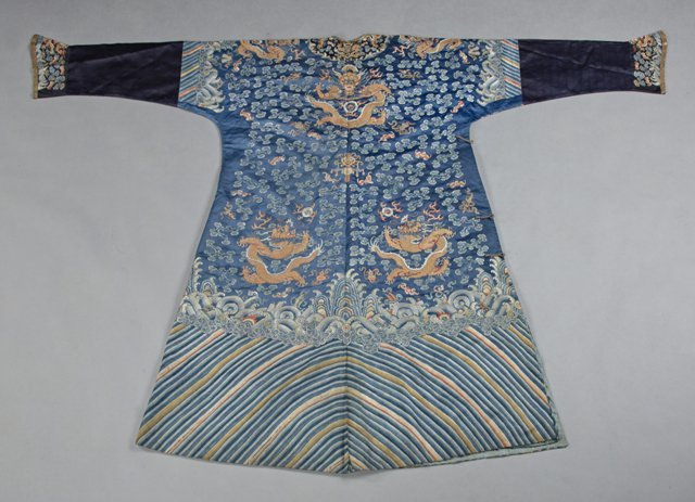 Chinese Embroidered Blue Silk Robe, early 20th c., with - 2