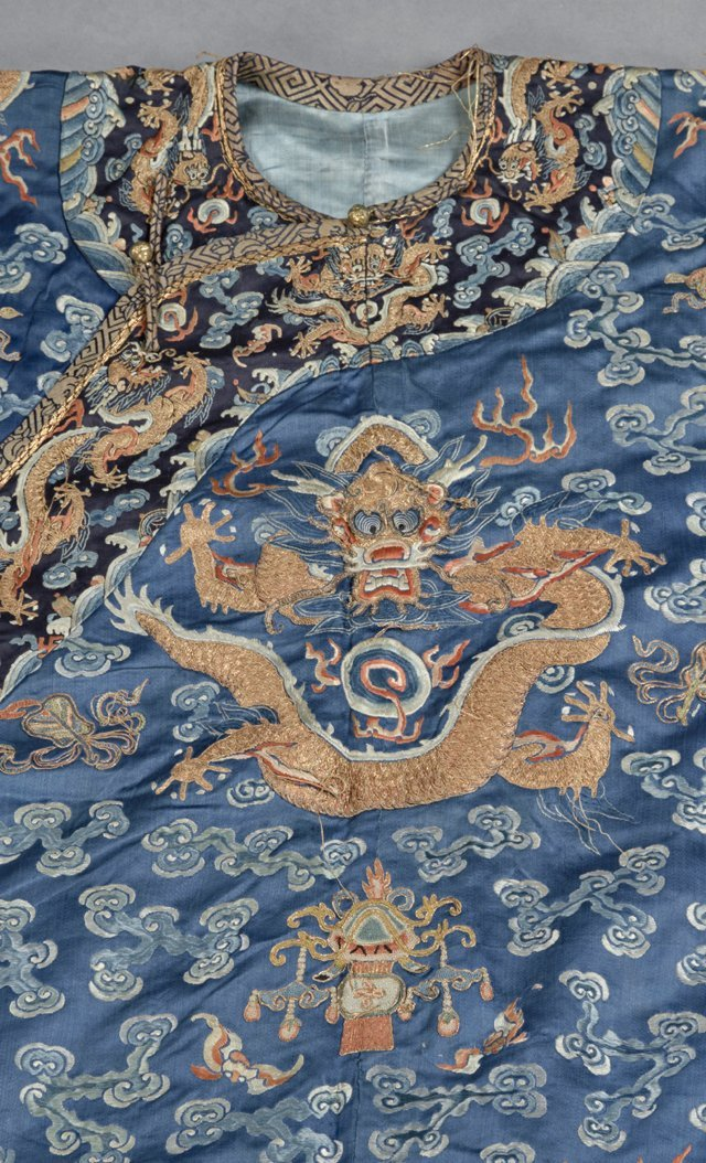 Chinese Embroidered Blue Silk Robe, early 20th c., with - 3