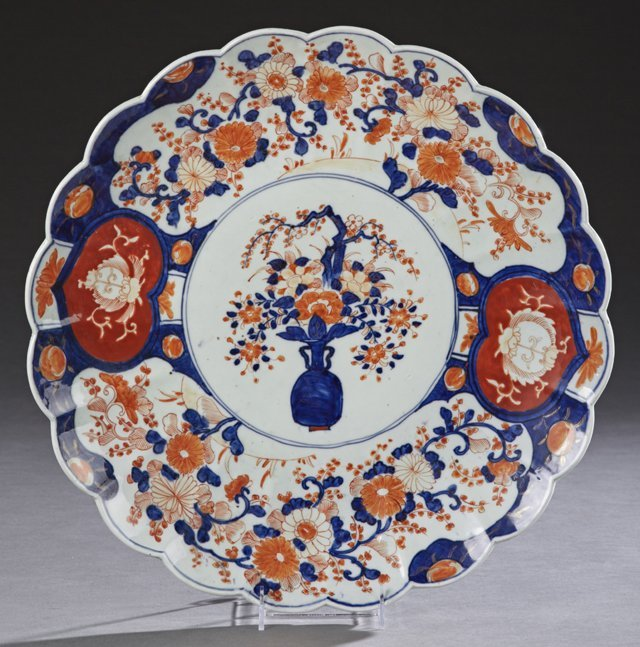 Large Japanese Imari Charger, 19th c., with a scalloped