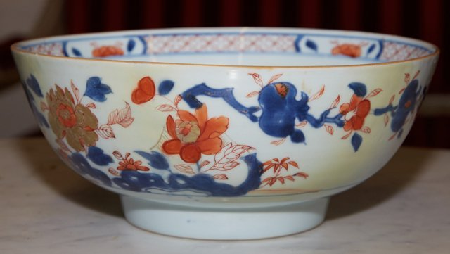 Imari Porcelain Footed Bowl, 19th c., with a floral - 3