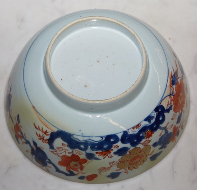 Imari Porcelain Footed Bowl, 19th c., with a floral - 4