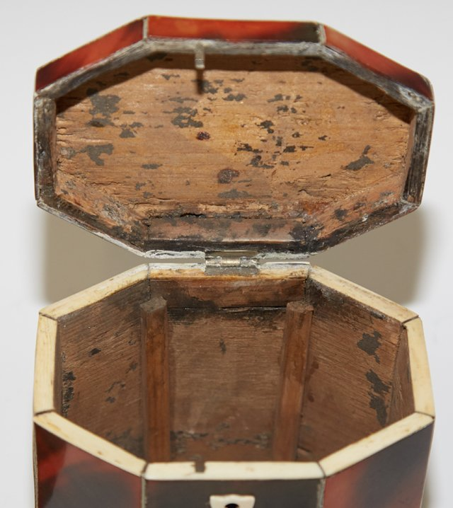 Diminutive Octagonal Tortoise Shell Tea Caddy, early - 5
