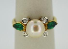7mm Pearl Emerald & Diamond 18K Yellow Gold Ring 7mm