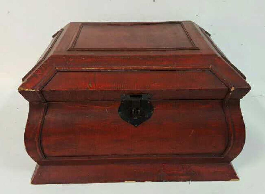 Vintage Red Painted Wood Chest Vintage Red Painted Wood - 2