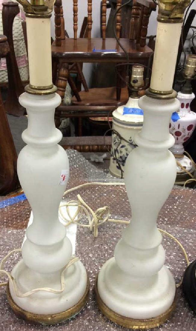 Lot of Pair and Single White Vintage lamps Pair white - 4
