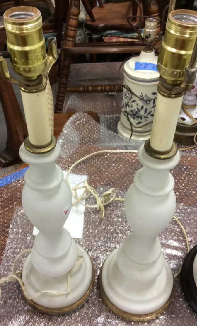 Lot of Pair and Single White Vintage lamps Pair white - 7
