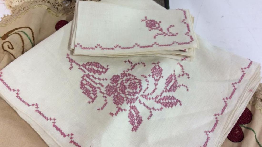 Group Lot Vintage Table Linens - 5
