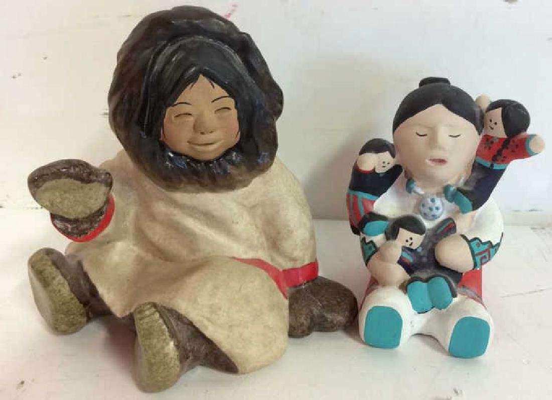 Group around the globe figurines - 7