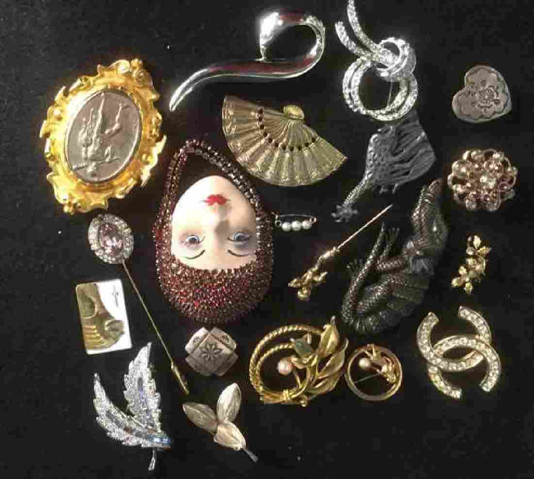 Lot of Costume Jewelry Brooches Pins