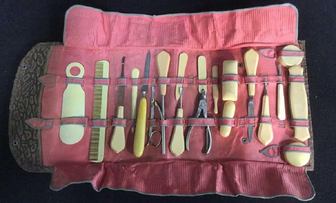 20 Pcs Bakelite Dresser Kit w Case