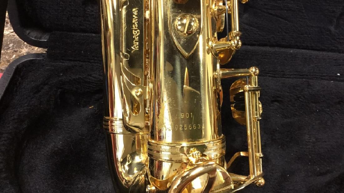 Yanagisawa 901Alto Saxophone W Case - 7