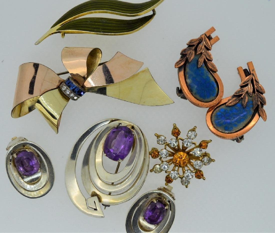 Lot of Ladies Vintage Jewelry