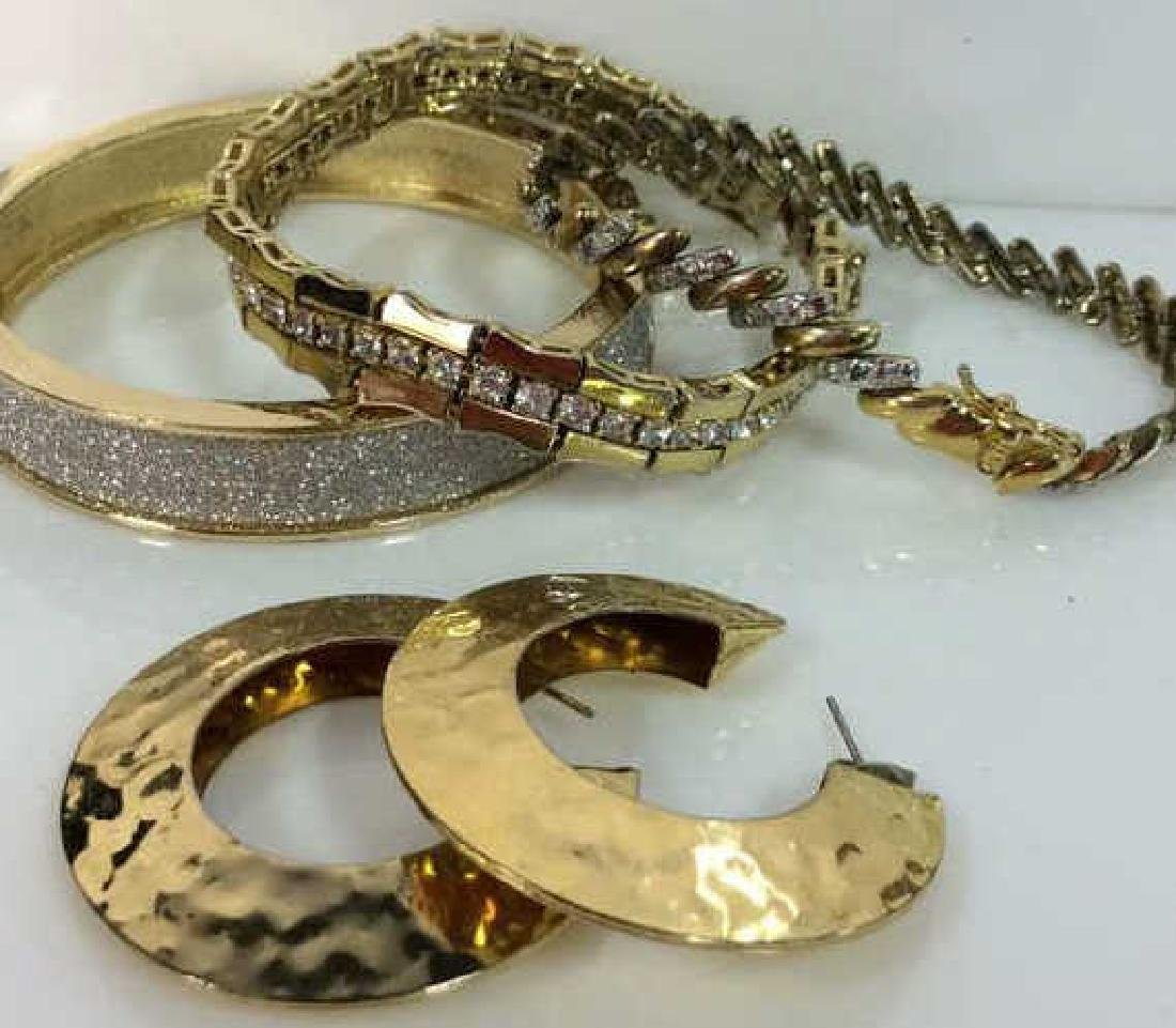 Lot 4 Assorted Gold Toned Women's Jewelry