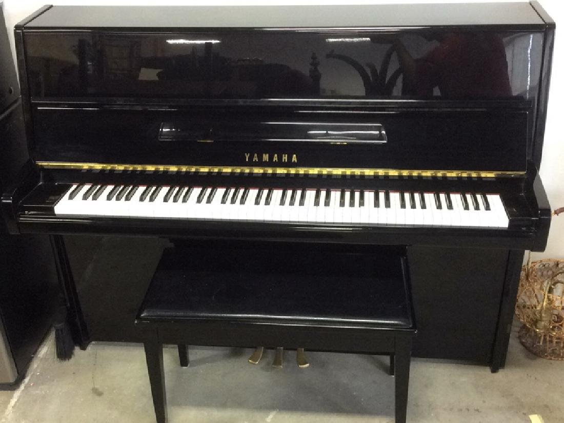 1990 YAMAHA Ebony Case Upright Piano