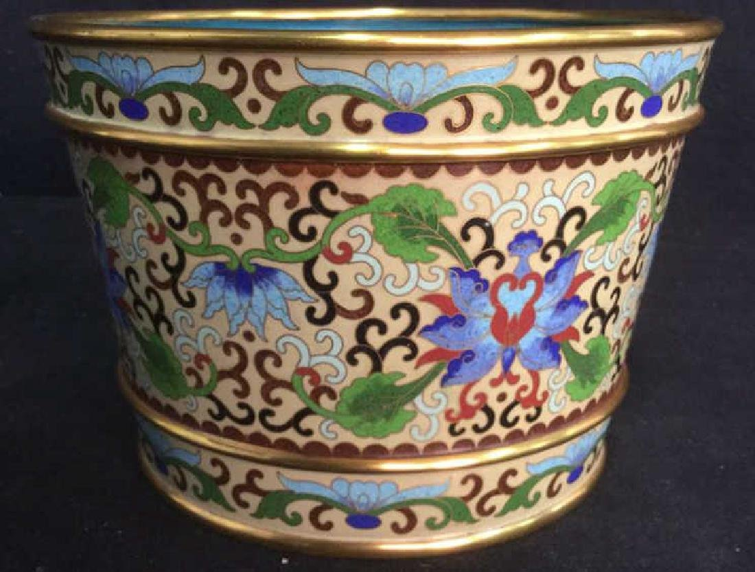 Chinoiserie Enameled Vase W Gold Toned Accents - 10