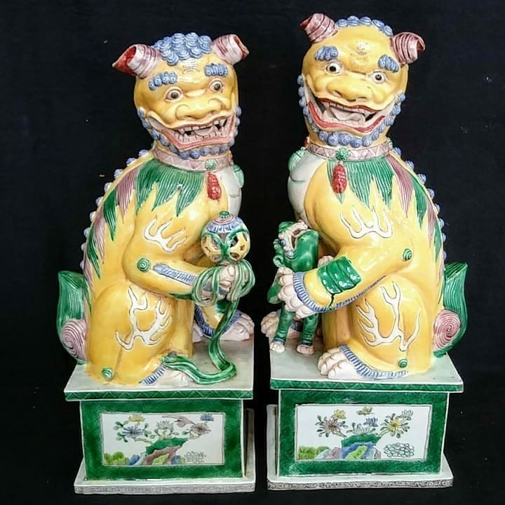 Pair Nanking Chinese Temple Lions C 1860-1880 Signed