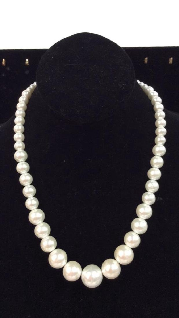 Lot 2 Pearl Beaded Necklaces - 6