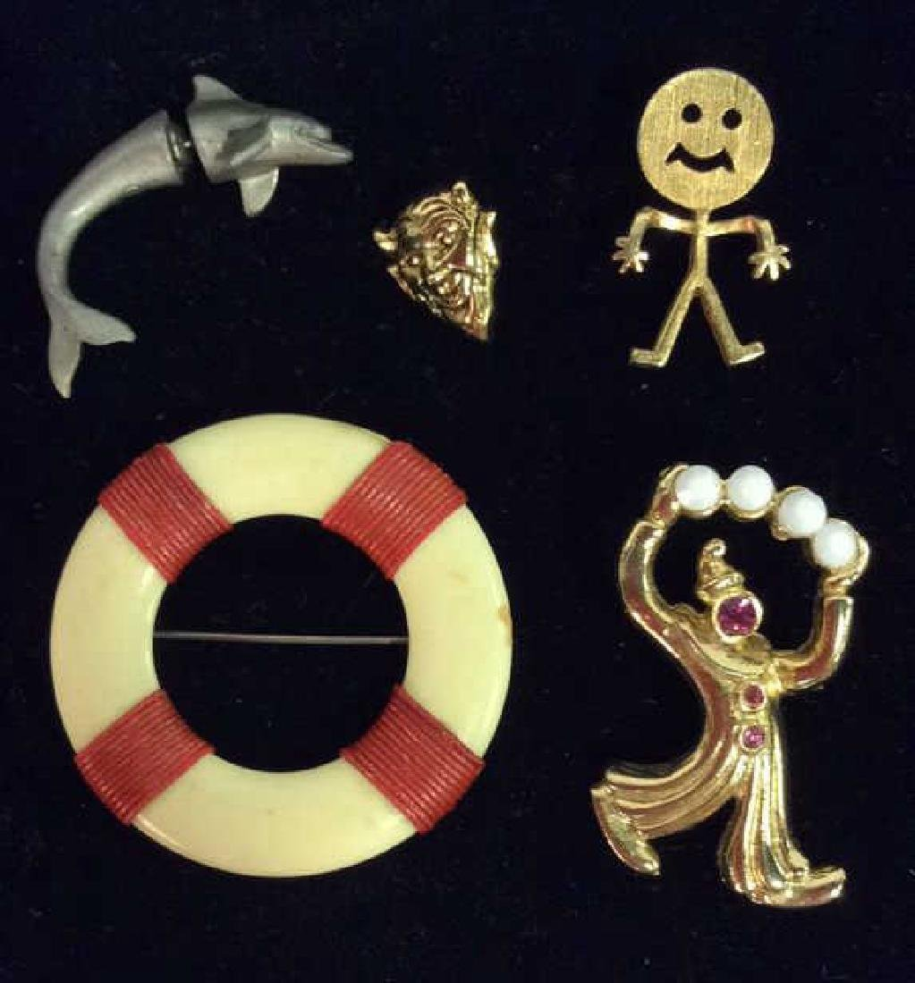 Lot 5 Assorted Brooch Pins & Earring, Jewelry