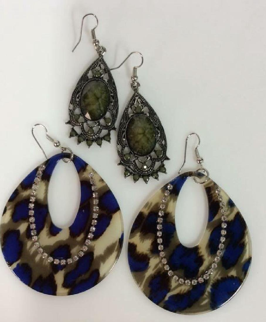 Lot 2 Women's Costume Jewelry Earrings