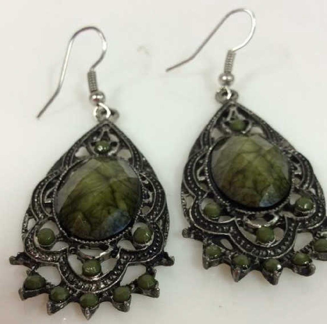 Lot 2 Women's Costume Jewelry Earrings - 7