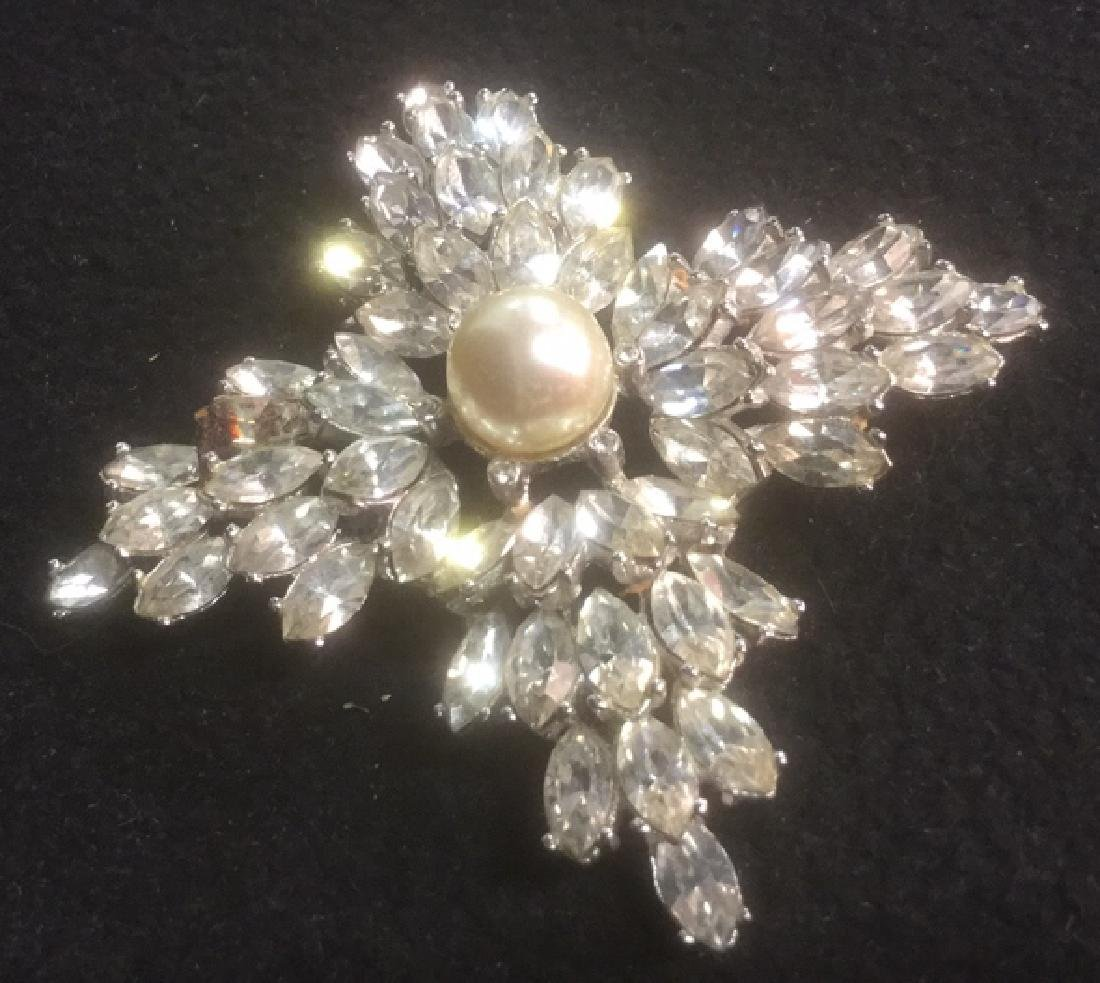 Group 10 Vintage Sparkley Costume Jewelry Brooches - 5