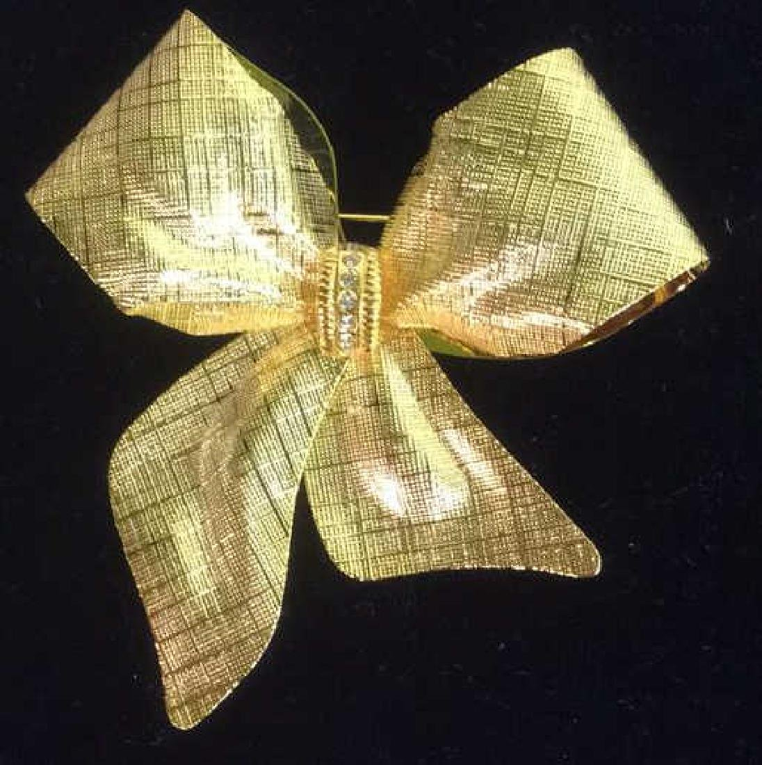 Vintage Gold Toned Bow Brooch pin - 2