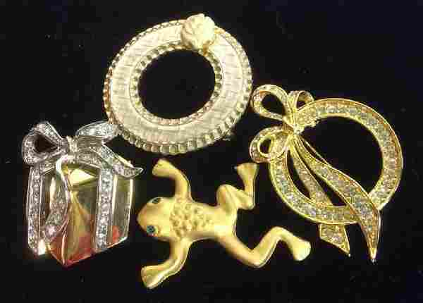 4 Vintage jewelry Brooches Pins