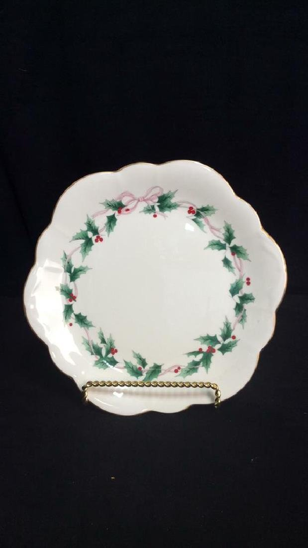 Lot 4 Holly Fine China Table Top Accessories - 5