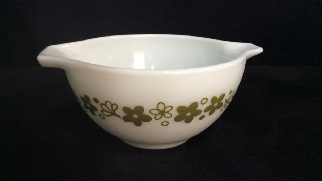 Pair Pyrex Glass Mixing Bowls - 6