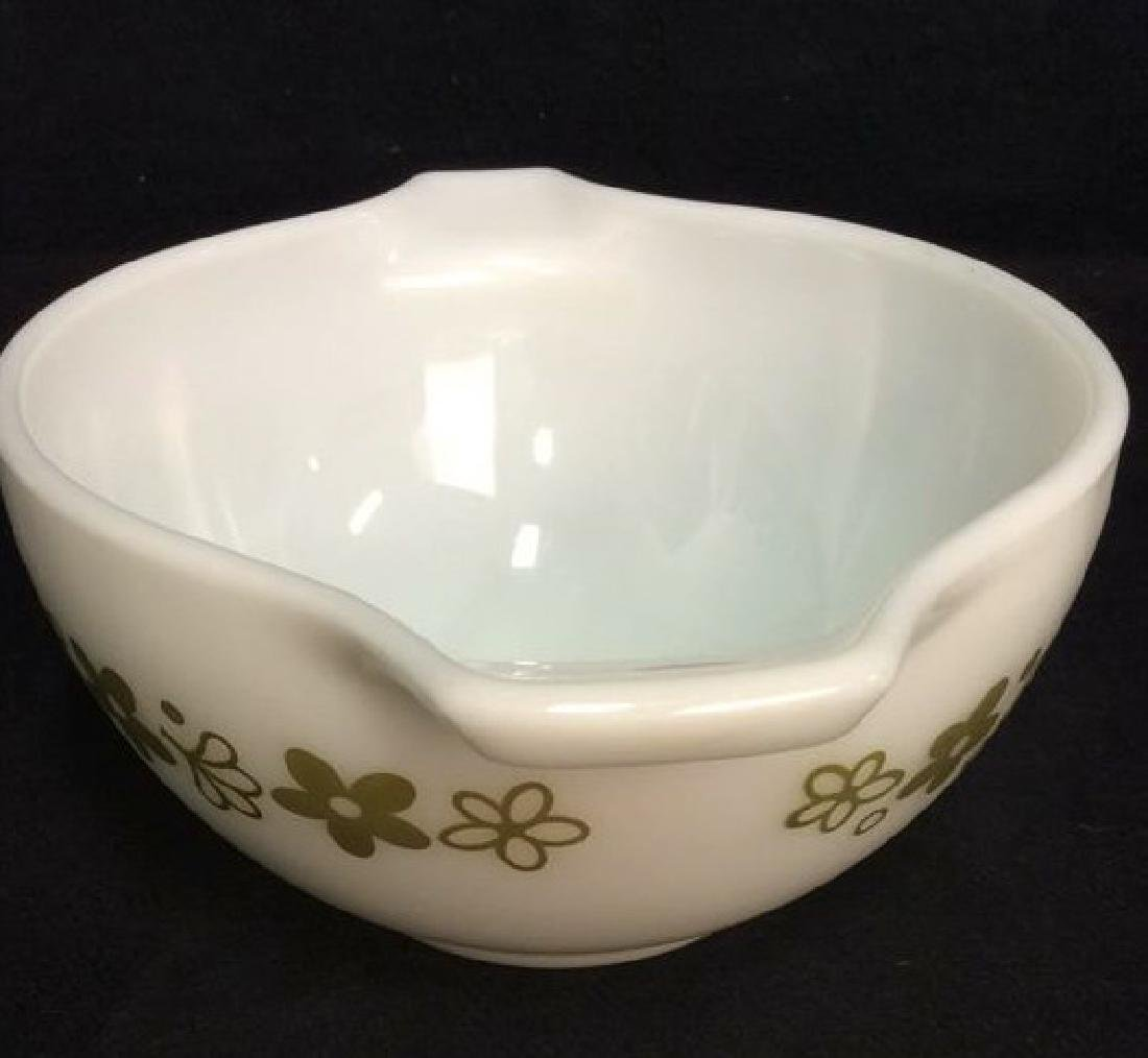 Pair Pyrex Glass Mixing Bowls - 7