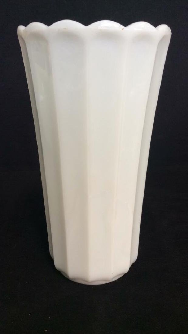 Lot 2 White Toned Vases Acessories - 6