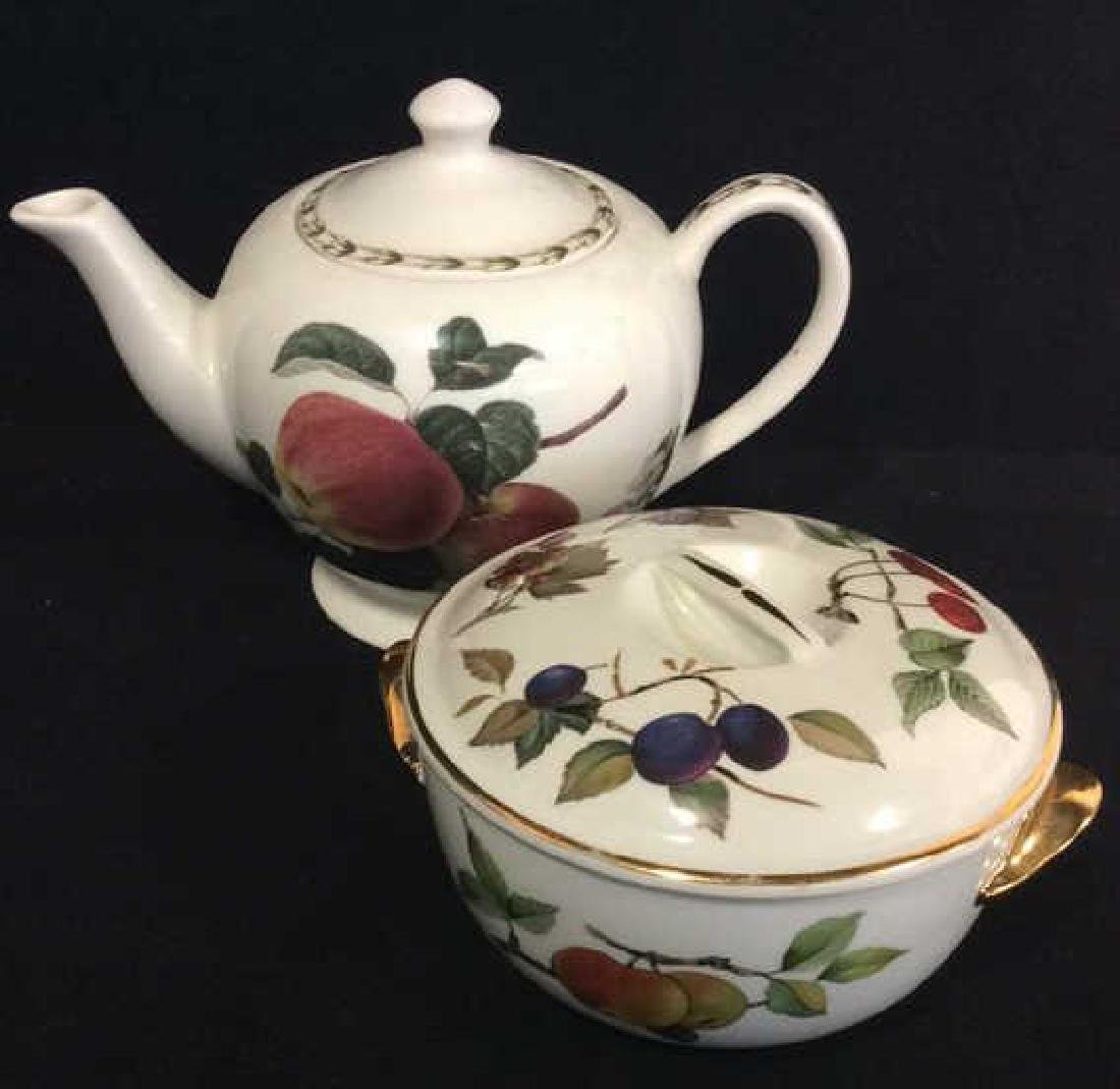 Lot 2 Porcelain Tabletop Accessories, England
