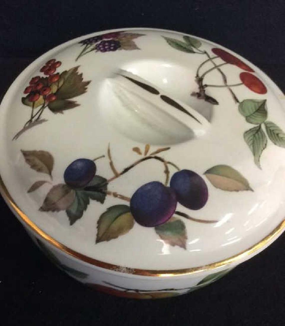 Lot 2 Porcelain Tabletop Accessories, England - 8