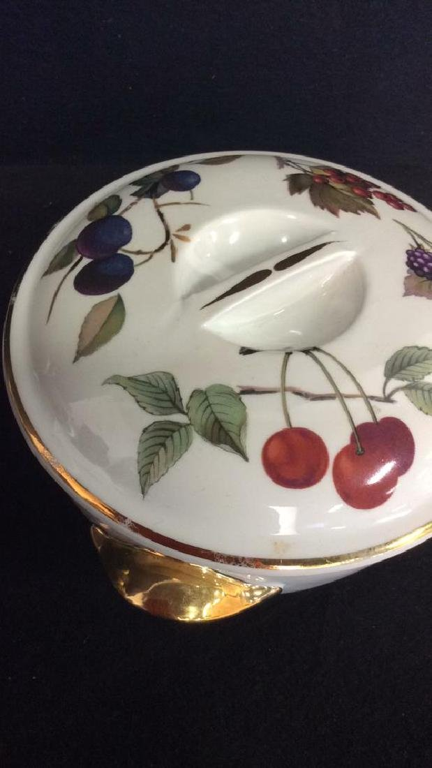 Lot 2 Porcelain Tabletop Accessories, England - 9