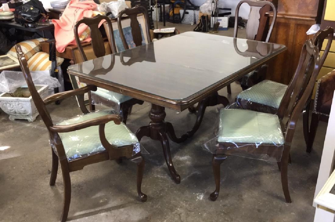 Lot 10 Pennsylvania House Dining Table And Chairs