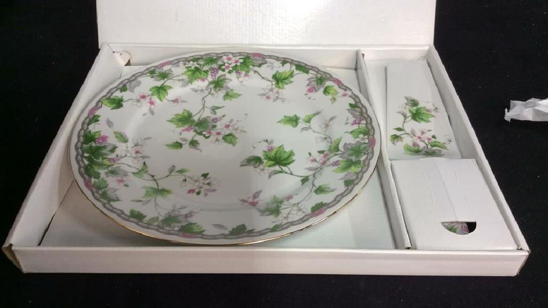 Porcelain Cake Plate with Server w Box