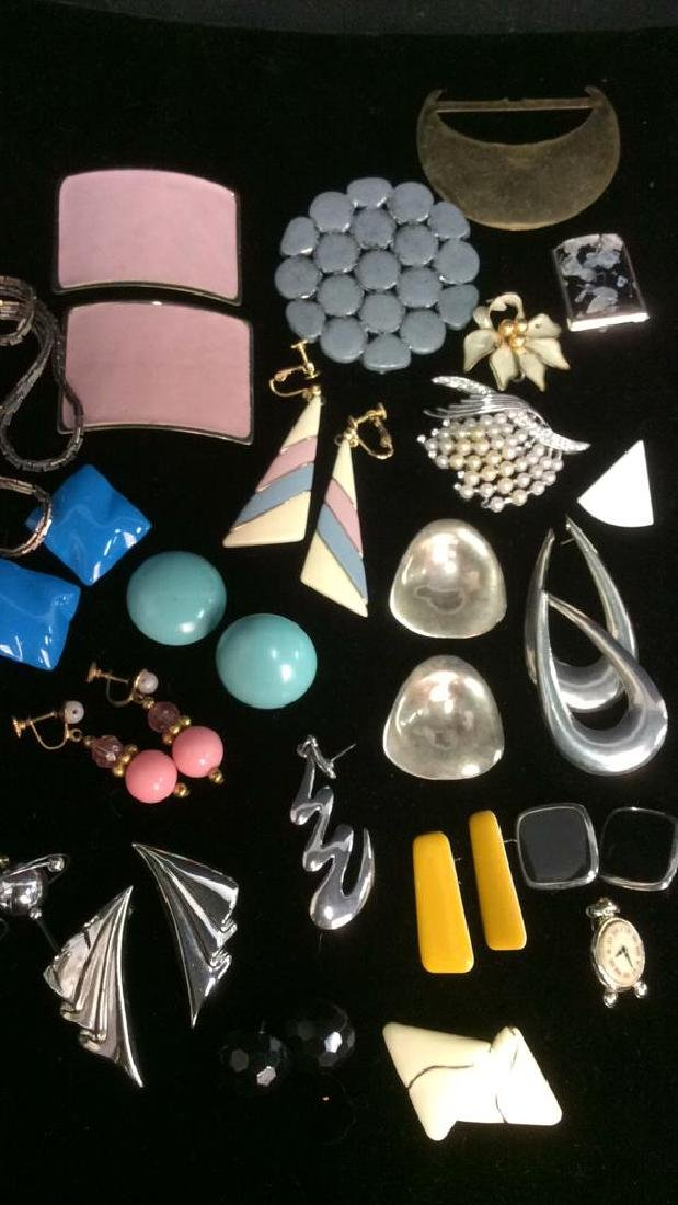 Group Lot 10+ Assorted Vintage Costume Jewelry