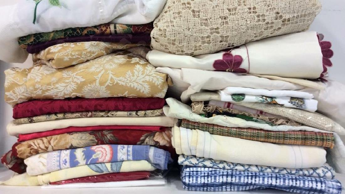 Group Lot Assorted Vintage and Modern Linens
