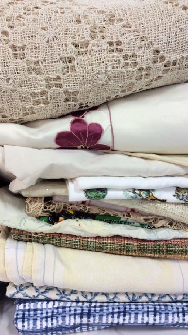 Group Lot Assorted Vintage and Modern Linens - 3