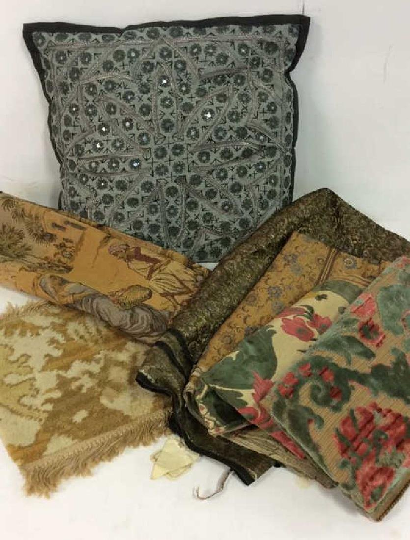 Lot 7 Assorted Vintage Linens and More
