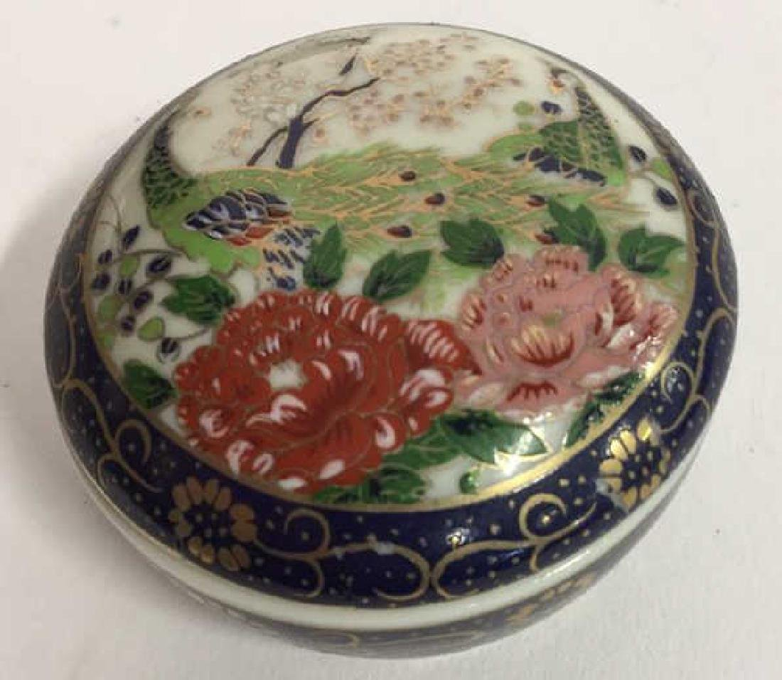 Group Lot 7 Lidded Pill Boxes, Porcelain and more - 5