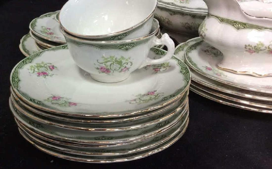 94 Pcs Vintage Porcelain Dinner Service Place Settings - 4