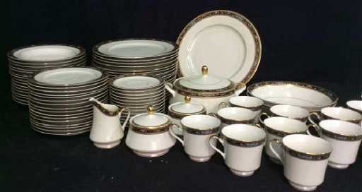 07682d99a4d Set 80 MIKASA Fine China King s Gold Dishes